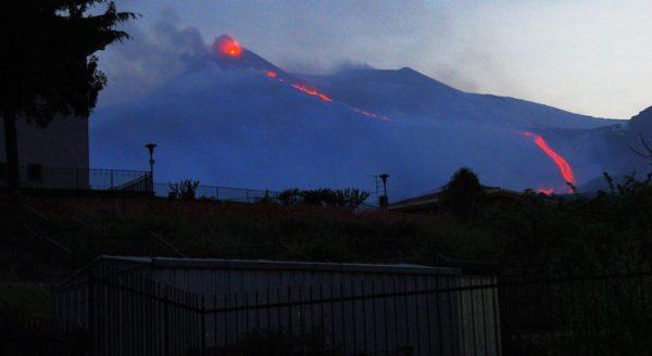etna eruzione laterale